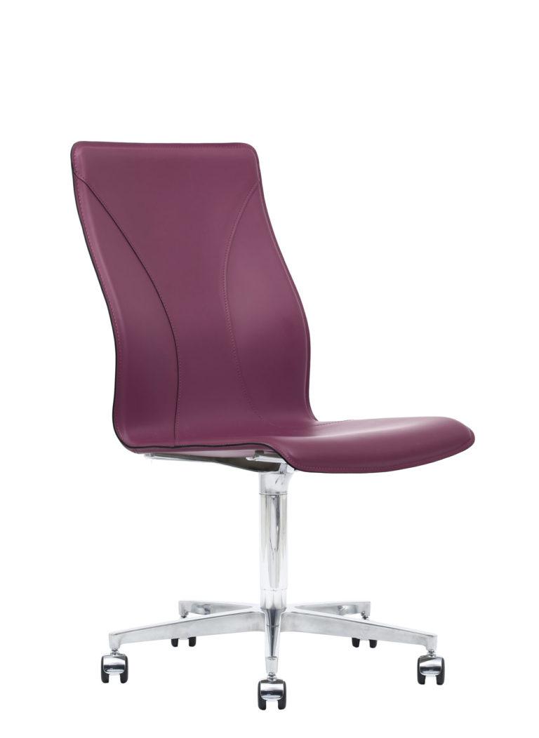 BB641.14 Chair - Amaranth