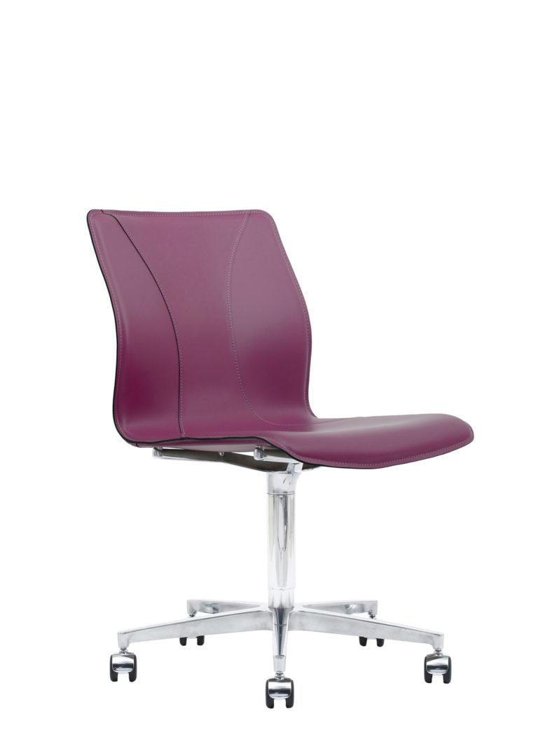 BB641.13 Chair - Amaranth