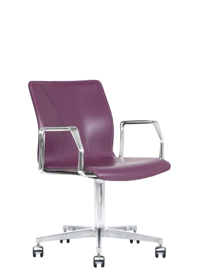 BB641.16 Chair - Amaranth
