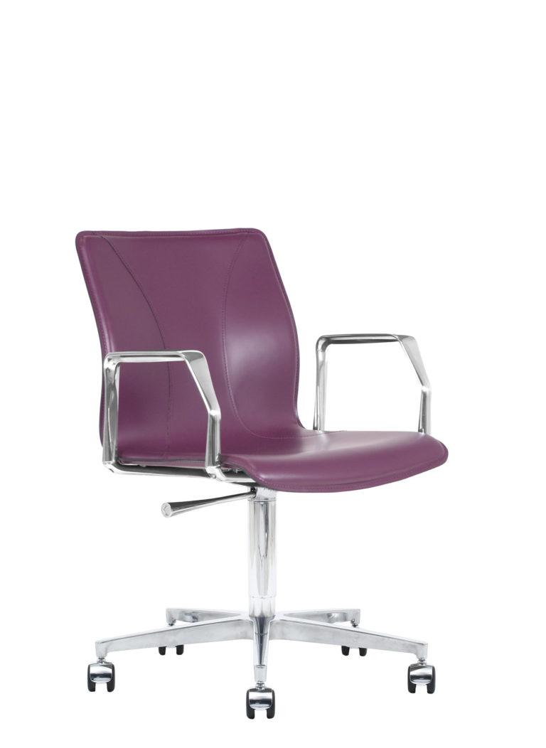 BB641.22 Chair - Amaranth